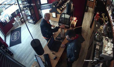 И ексмитничарят Петков показа как купува ром и пури за Узунов (ВИДЕО)