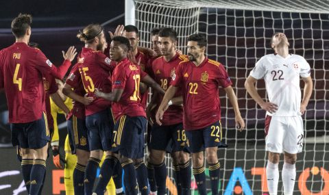 UEFA EURO 2020: Играчи на Испания се подиграха с ван дер Ваарт