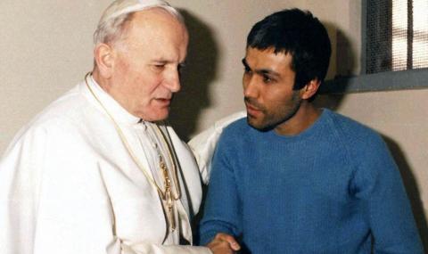Атентаторът Али Агджа се поклони на гроба на папа Йоан Павел ІІ - 1