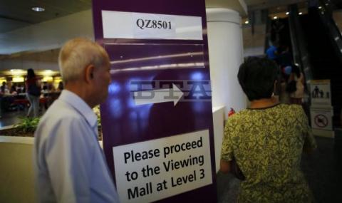 Прекратиха търсенето на изчезналия самолет на Air Asia със 162 пътници (обновена 18.55 ч.) - 1