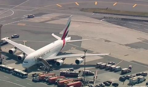 Самолет е поставен под карантина на летището в Ню Йорк