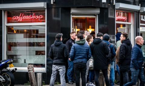 Нидерландия отваря кафенетата