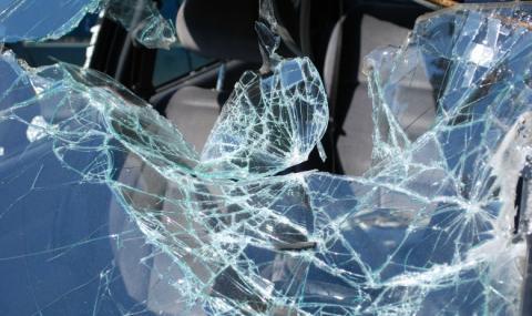 Мъж загина след челен удар на пътя