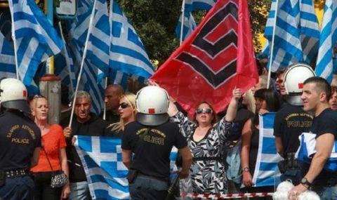 С ярост, ритници и юмруци - завръщат ли се неонацистите в Гърция? - 1