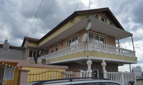 Незаконна сграда предизвика свлачище във Варна. Кметът влиза с багери (ВИДЕО) - 2