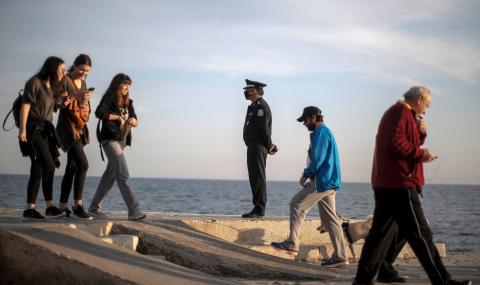 Гърция се връща към нормалния ритъм на живот
