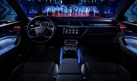 5 екрана и 16 високоговорителя в салона на Audi e-tron