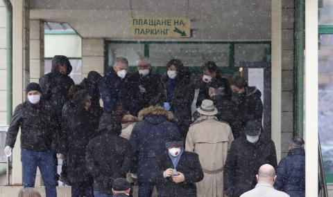 """Опашка от депутати пред """"Софиямед"""""""