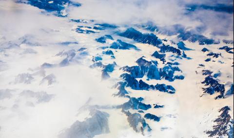 Тайнствен монолит се показа изпод ледовете на Антарктида (ВИДЕО)
