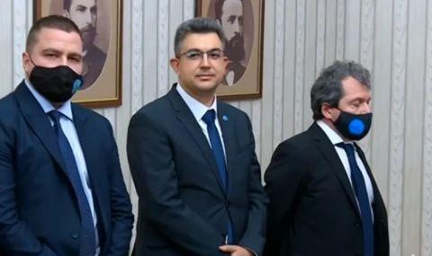 Радев връчи мандат на ИТН, ето кой е премиерът им - 1