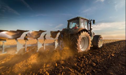По над 100 000 дка земеделска земя притежават само 5 души и 6 фирми
