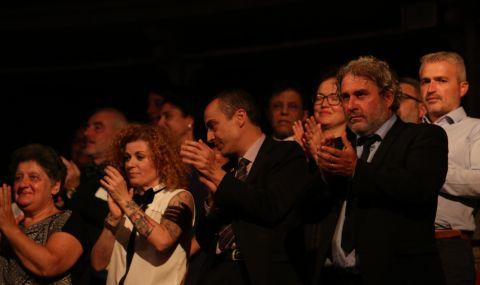 Министърът на културата: Честит празник на всички, чиито сърца туптят в ритъма на театъра
