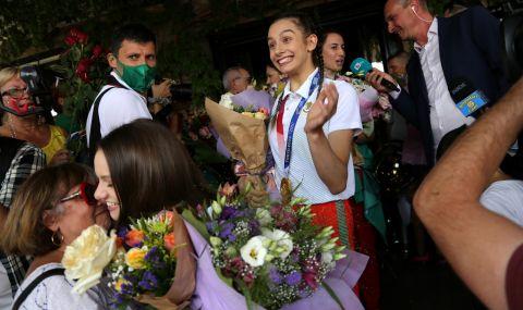 Олимпийска шампионка с ансамбъла на България е с фрактура на глезена след златото в Токио - 1
