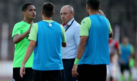 Спрягат Илиан Илиев за треньор на казахстански тим