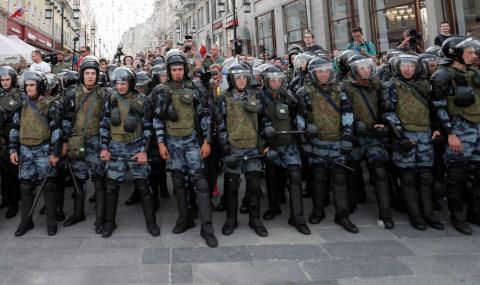 Над 1000 задържани при протестите в Москва
