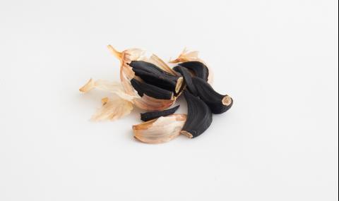Какво е черен чесън и за какво помага (ВИДЕО)