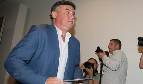 За довиждане: Боби Михайлов раздал тлъсти премии на националите