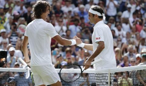 Федерер с леки проблеми, но продължава напред