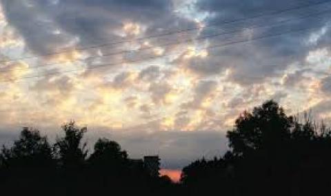 Променлива облачност, на места ще превалява