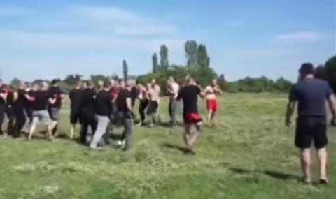 Потресаващи кадри от уговорен бой между фенове на Локо Пд и Ботев Пд (ВИДЕО)