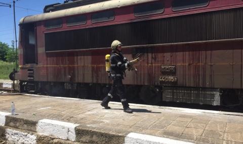 Влак горя на гара Карнобат