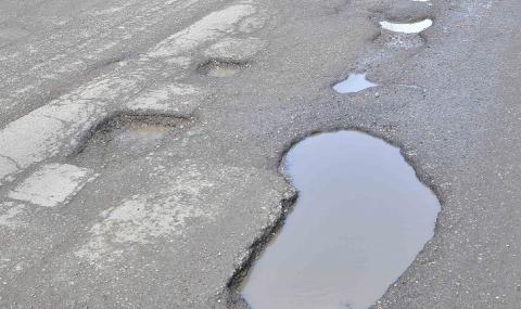 Защо стотици дупки зейнаха на магистрала