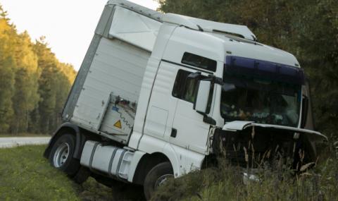Шофьор загина при тежък сблъсък с румънски камион