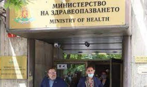 МЗ: Протестите няма да спрат вируса - 1