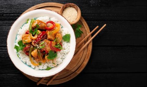 Рецепта за вечеря: Пилешко с екзотична марината и сусам