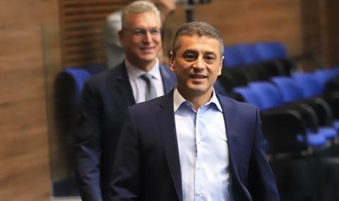 Петима депутати от БСП напускат и парламентарната група, и партията
