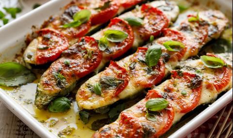 Рецепта за вечеря: Лодки от тиквички с моцарела