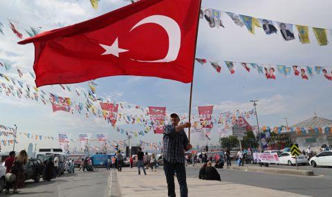 Разглеждат закриването на водеща партия в Турция