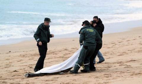 Откриха телата на 62 мигранти