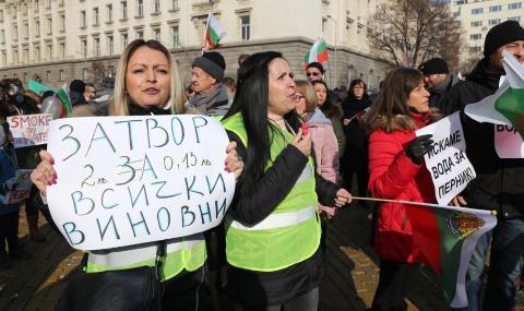 Перничани искат оставката на Аврамова