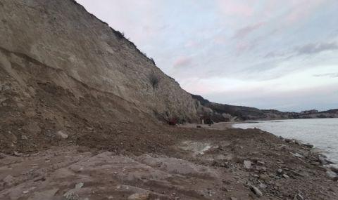 Кой и защо прати багер на плаж Кибела край Балчик