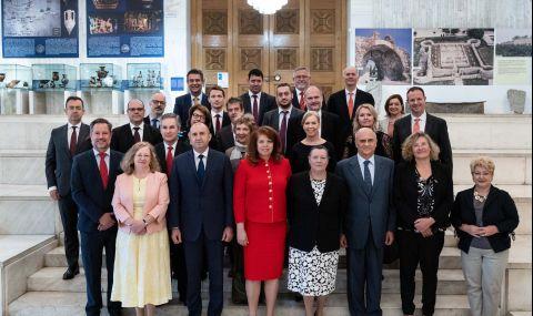 Радев пред посланици: Служебният кабинет работи за повишаване на прозрачността в институциите