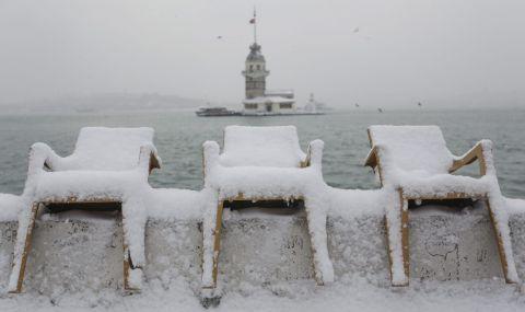 Учени: Леден вихър от Северния полюс носи глобално застудяване тази зима