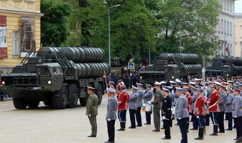 Без военен парад на 6 май
