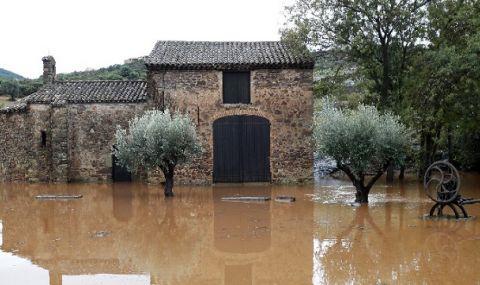 Оттеглят се придошлите води, наводнили Югозападна Франция