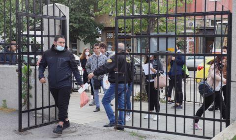 Омбудсманът поиска МОН да облекчи учениците за матурите