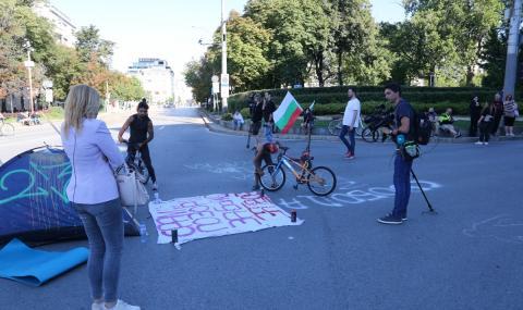 Кръстовищата пред СУ и на Орлов мост остават затворени