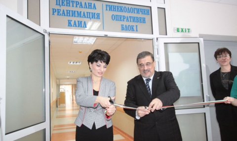 """Министър Атанасова обеща 500 000 лв. субсидия на """"Майчин дом"""""""