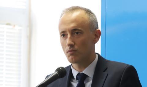 Образователният министър: Не предвиждаме цялостно електронно обучение