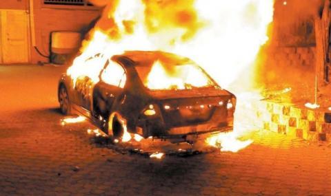 Запалиха джипа на полицай от Сандански