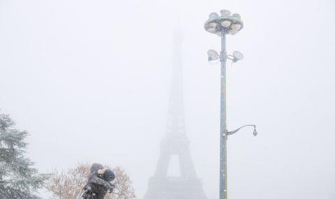 Топят леда по Айфеловата кула