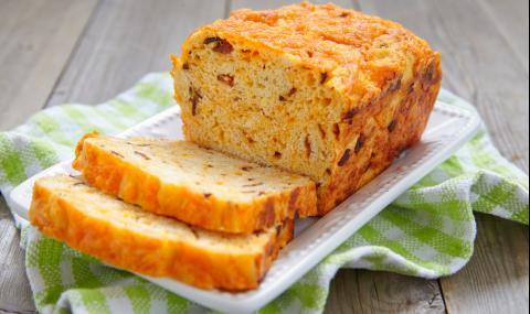 Рецепта за вечеря: Домашен хляб с бекон и сирене чедър
