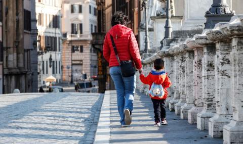 Кризата в Италия придобива страшни размери: 700 000 деца гладуват