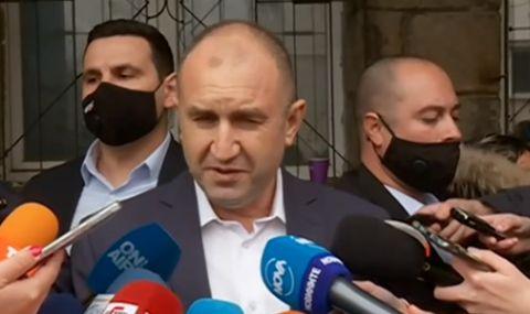 Румен Радев гласува машинно в София: Изборите трябваше да бъдат още миналата година