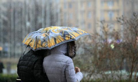 Идат дъждове, температурите падат с над 10 градуса