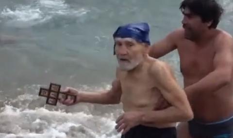 93-годишен щурман хвана кръста на Йордановден по стар стил